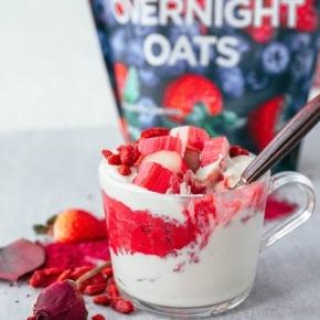 Vegan Rhubarb Overnight Oats