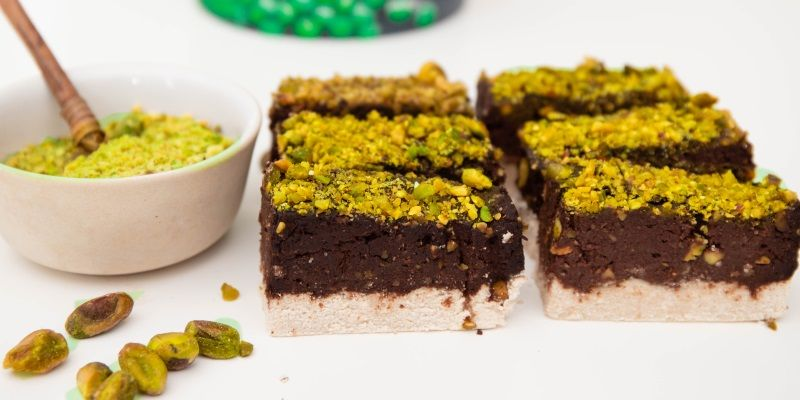 chocolate pistachio protein bar